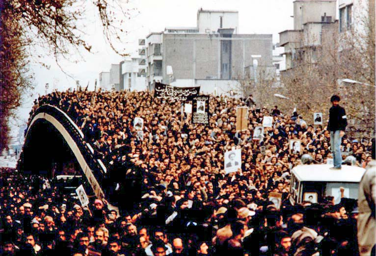 Mass demonstration in Iran, 1979 (commons.wikimedia.org)