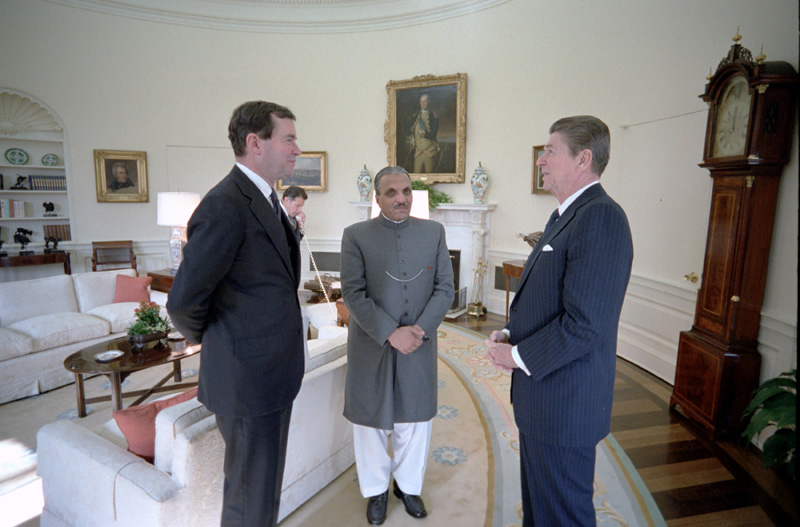 Muhammad Zia-ul-Haq, Ronald Reagan and William Clark, 1982 (commons.wikimedia.org)